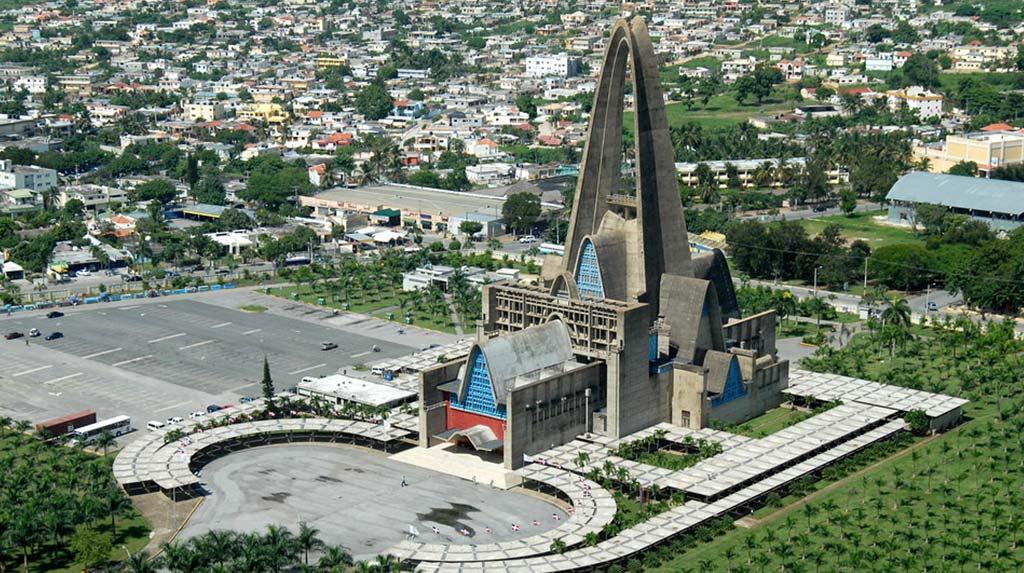 Atracción Histórica cerca de Punta Cana Basílica de Altagracia en Higüey