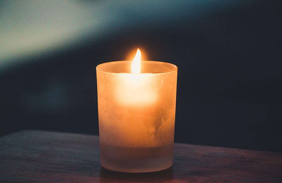 Romantic-picnic-candles