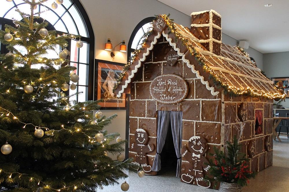 Lebkuchenhaus, Weihnachtslieder und Punsch