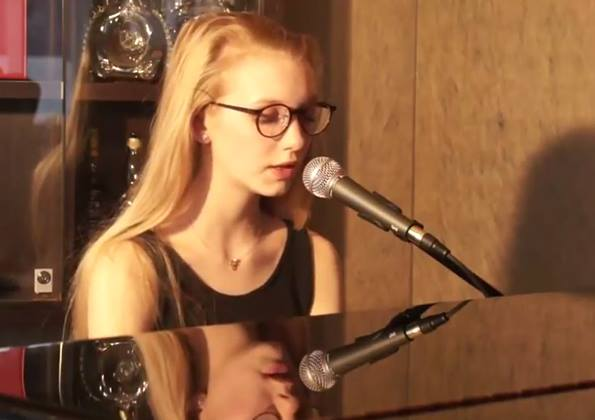 LIVE MUSIC SESSON - ALESSIA ART & BAND