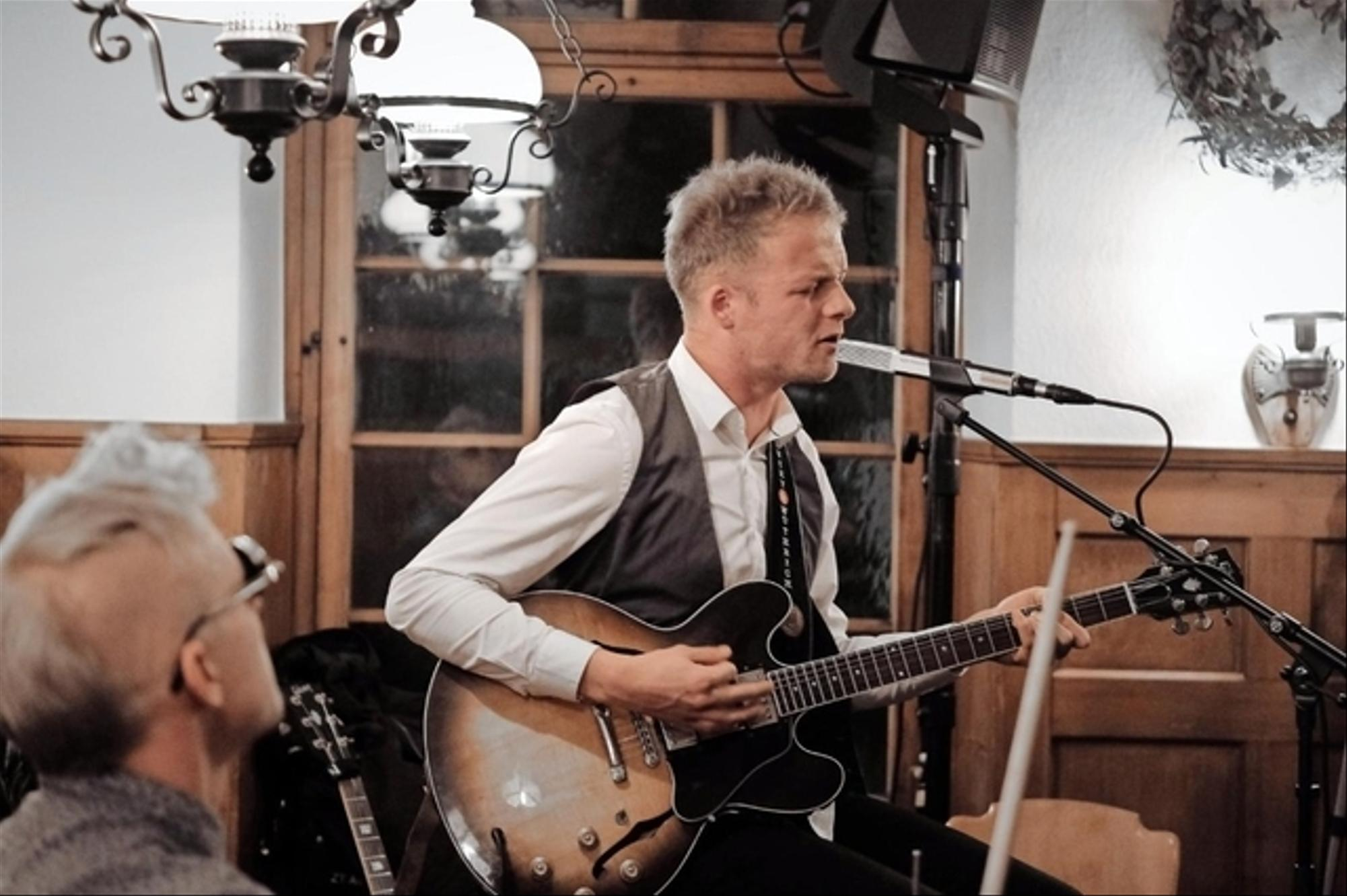 LIVE MUSIC SESSION - LUCKY WÜTHRICH DUO